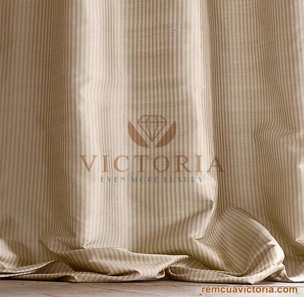 Chân rèm được may dài hơn để tận dụng lợi thế mềm mại từ chất liệu vải