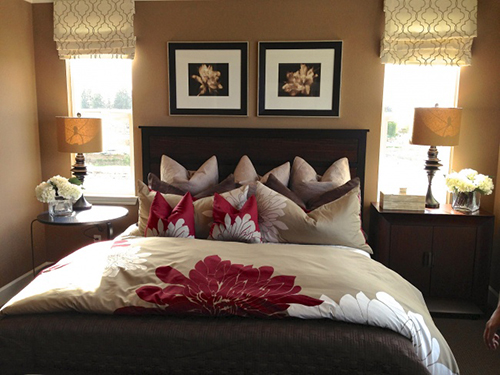 Sử dụng rèm cửa mới cũng góp phần tô điểm cho căn phòng